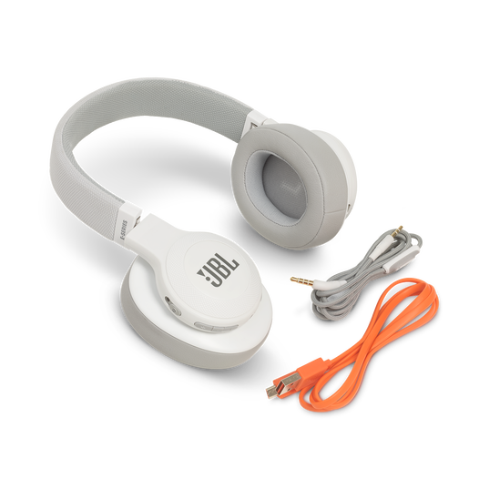 JBL E55BT - White - Wireless over-ear headphones - Detailshot 5